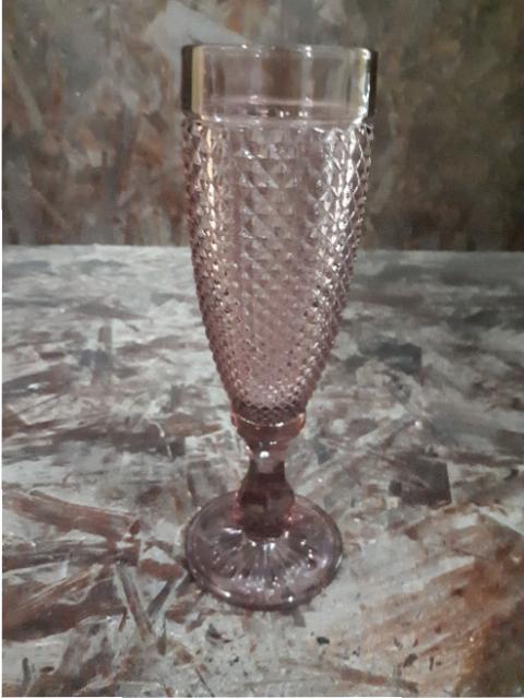 PLUM CHAMPAGNE GLASS